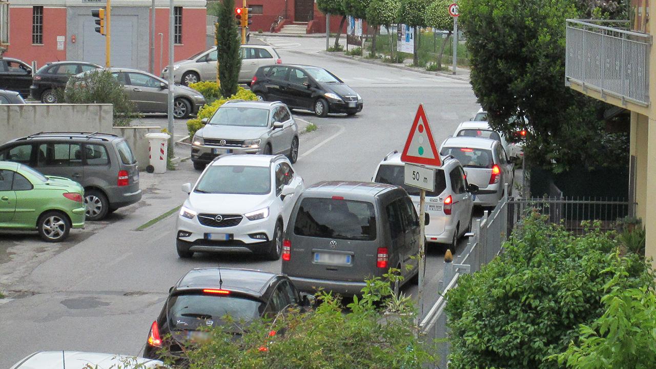 Traffico, inquinamento e rumore in via Cilea, a Senigallia