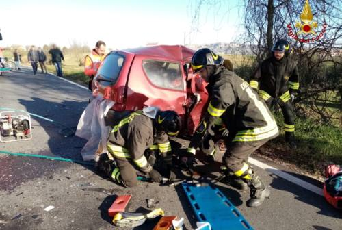 Incidente tra due auto a Recanati: in due a Torrette con l'eliambulanza