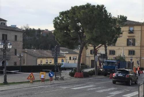 Loreto, restyling in corso di piazza Leopardi: i lavori dividono