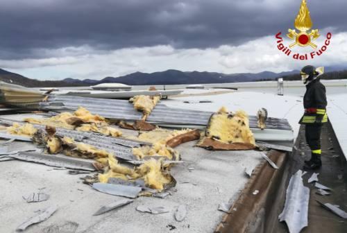 Forte vento a Fabriano, scoperchiato il tetto del deposito della Whirlpool