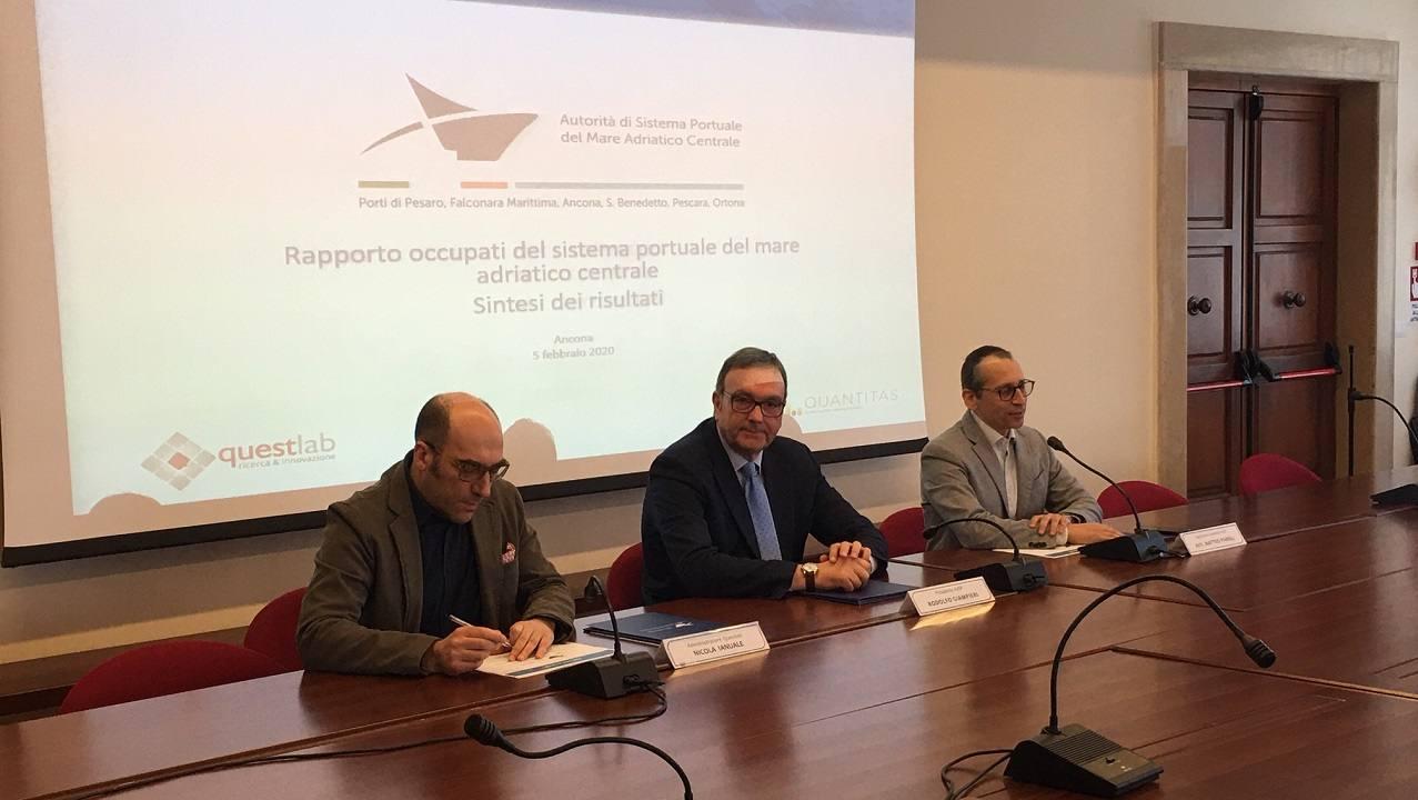 Da sinistra Ianuale, Giampieri, Paroli illustrano i dati dello studio dell'Autorità portuale sull'occupazione