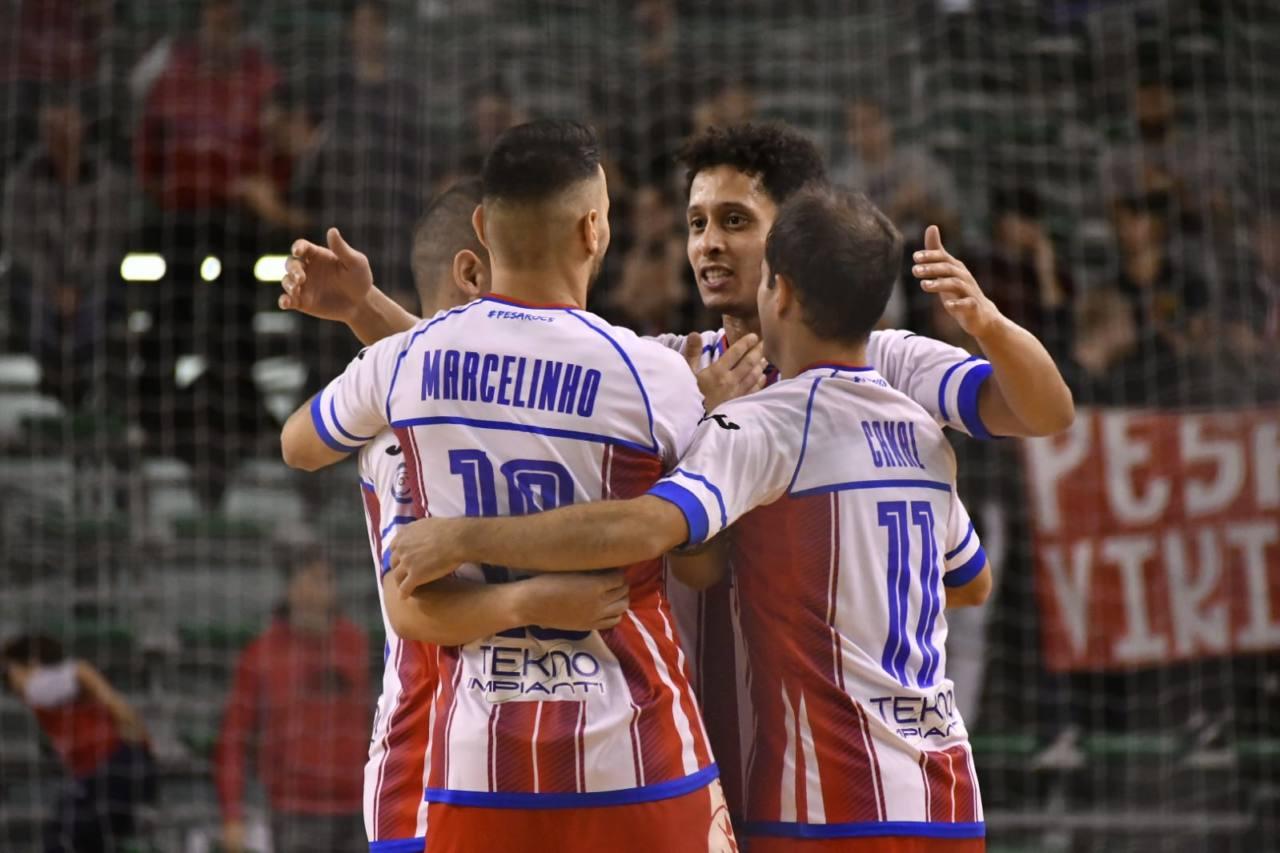L'Italservice esulta dopo il gol di Marcelinho