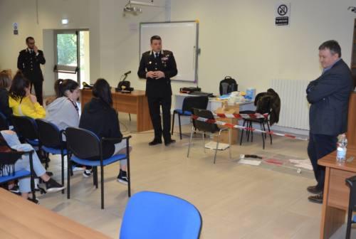 """Macerata, l'Arma dei carabinieri """"a scuola"""" con il progetto """"cultura della legalità"""""""