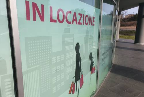 Crisi nera per i negozi di Fabriano: più di 16 attività in vendita