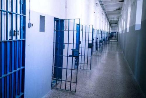 Pesaro, detenuto rischia il linciaggio: salvato da un agente di polizia penitenziaria