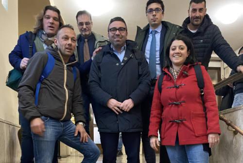 Pesaro, il centrodestra lascia l'aula del consiglio. «M5s doppiogiochisti». Le repliche