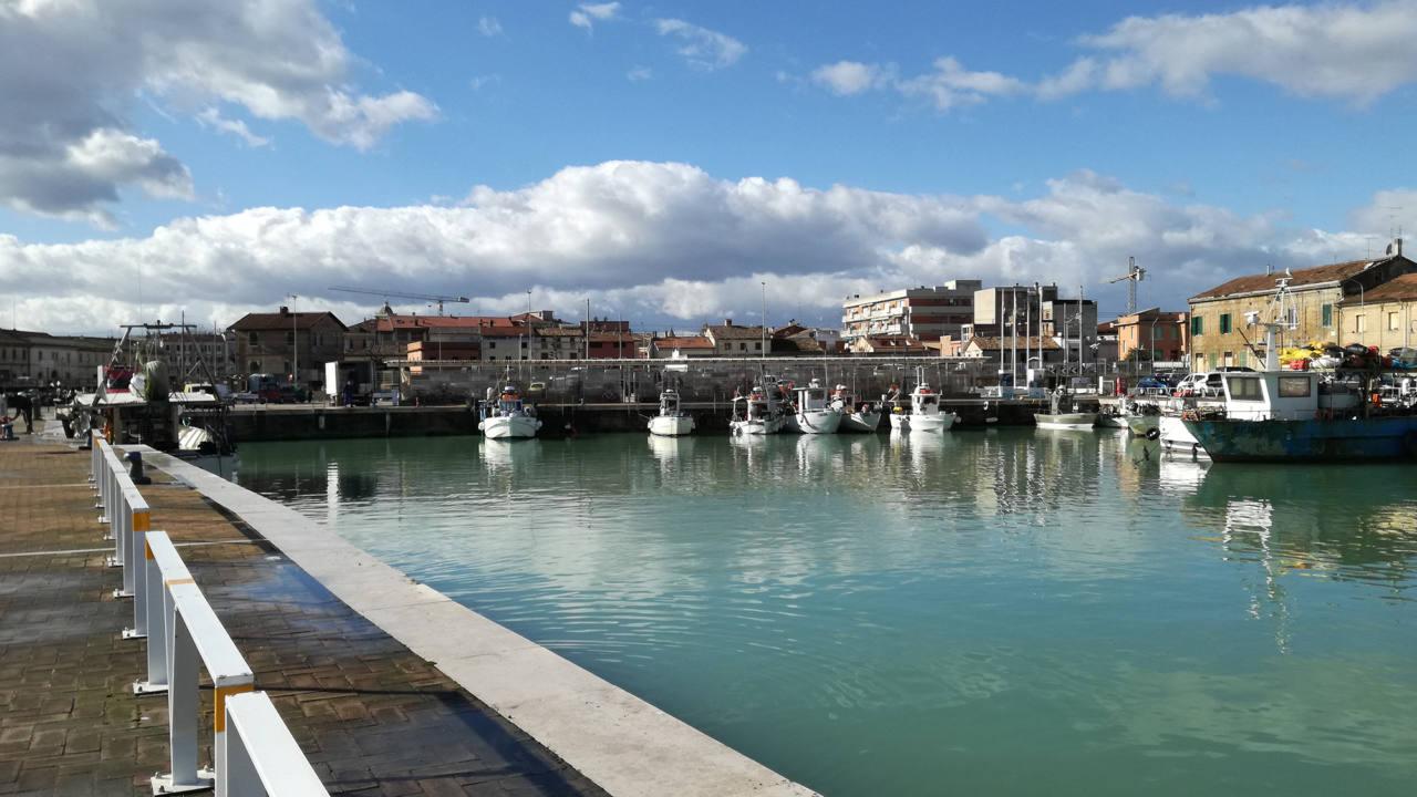 La darsena di piazzale Bixio al porto di Senigallia