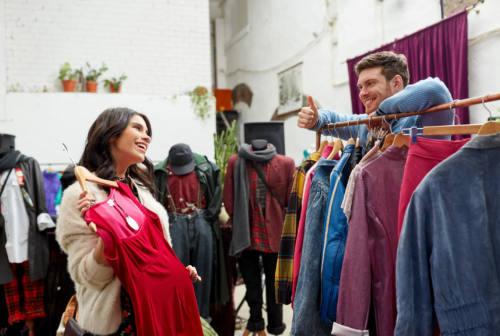 Acquisti nei negozi, Polacco (Confcommercio Marche): «Affari in calo, ma cresce l'online»