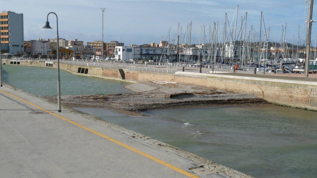 Il fiume Misa a Senigallia: anche nei primi mesi del 2020 persiste l'insabbiamento alla foce