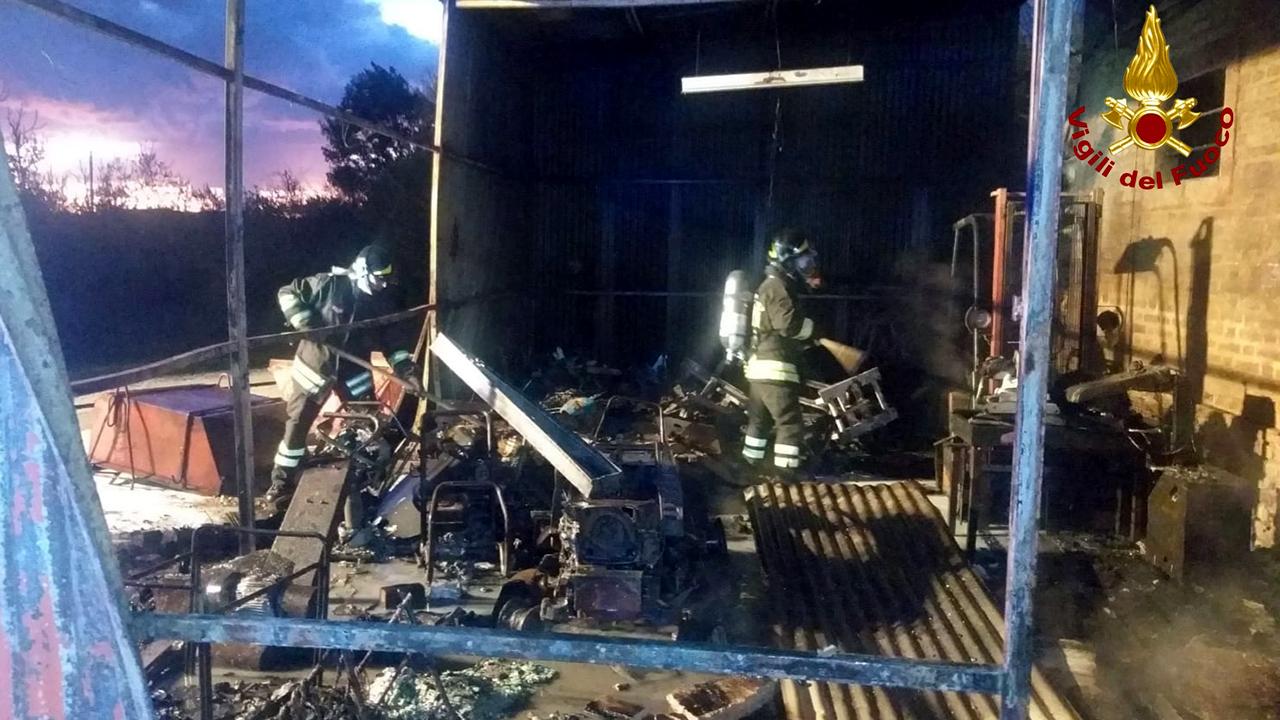 L'intervento dei vigili del fuoco a Chiaravalle