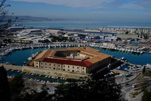 Violentata al porto di Ancona, presentata denuncia in questura: «Erano bengalesi»