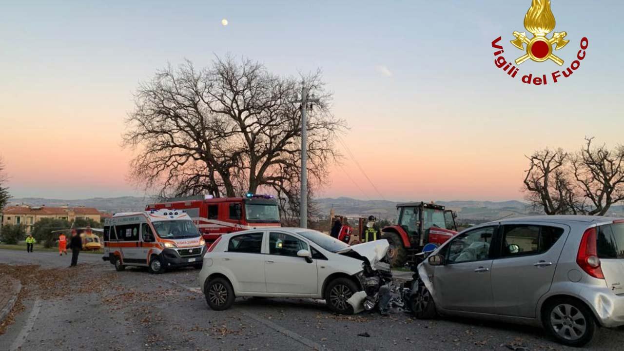 Monsano, incidente stradale