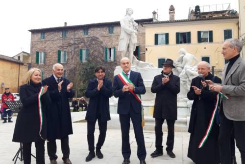 """Jesi, taglio del nastro per la """"nuova"""" piazza Pergolesi"""
