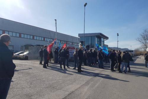 Auchan-Conad, i lavoratori del deposito di Osimo in sit-in: «Vogliamo risposte»