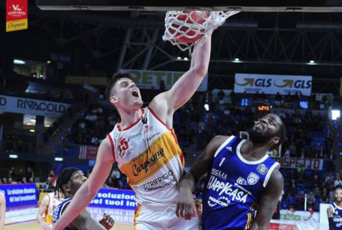 Basket, la Carpegna Prosciutto crolla contro il Brindisi