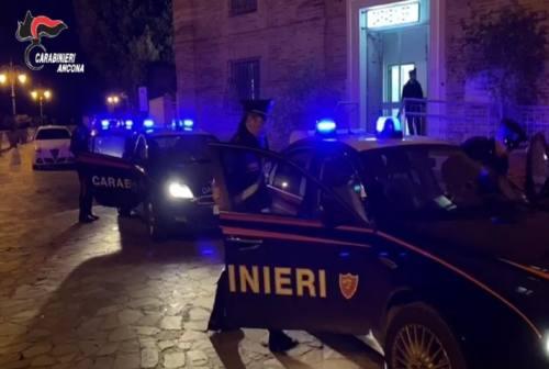 Camerano, in tre rubano vestiti dai negozi: arrestate