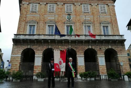 """Covid-19, il Maceratese si ferma per un minuto di raccoglimento sulle note de """"Il Silenzio"""""""