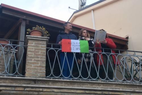Nell'anconetano tutti uniti contro il Coronavirus: affacciati dai balconi per il flashmob sonoro