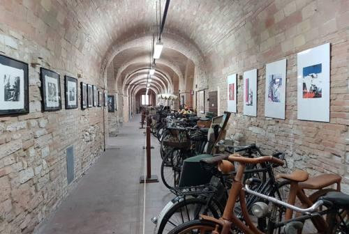 Il Museo delle biciclette va in Umbria, è subito polemica a Fabriano