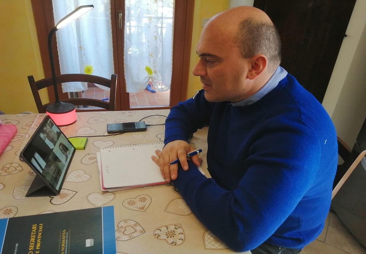 Il sindaco con la giunta su Skype