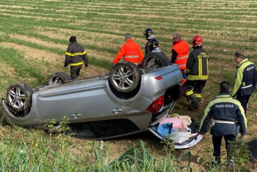 Finisce fuori strada con l'auto: paura per una 21enne di Fermo