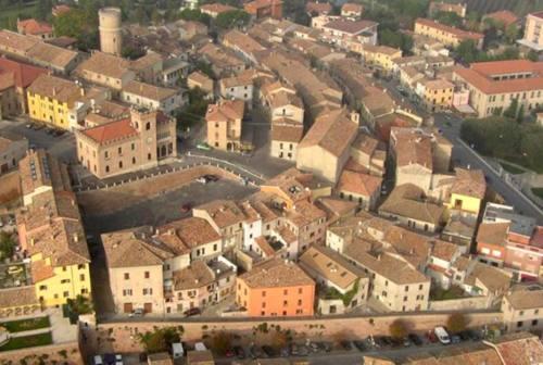 Fiocco rosa a Mondolfo: è nata Giulia, figlia del sindaco Barbieri e dell'ex assessora Cattalani