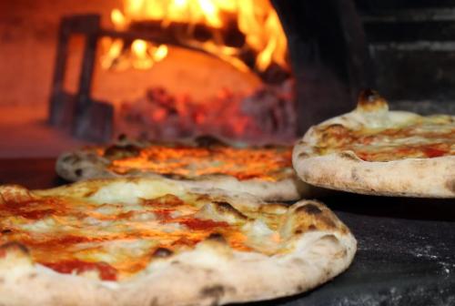 Appignano, serve la pizza a un cliente: scatta il sequestro del locale