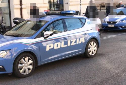 Fano, pusher in scooter per consegnare droga a Fenile e Centinarola: due arresti