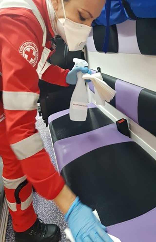 La sanificazione dei mezzi della Croce Rossa di Senigallia