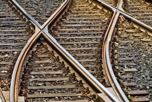 Travolto da un treno merci tra Pesaro e Fano: muore un uomo