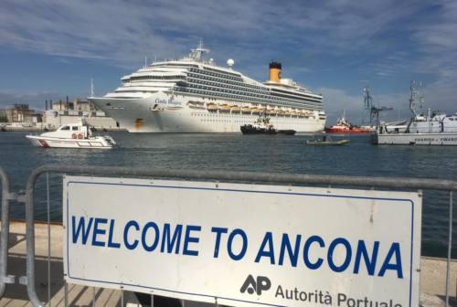 Coronavirus, l'arrivo della Costa Magica al porto di Ancona