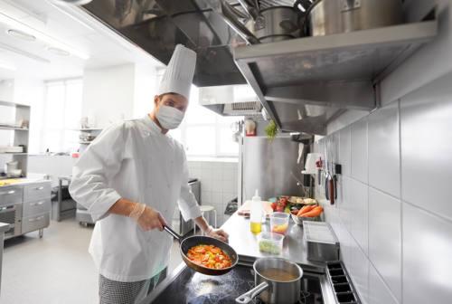 Covid, nelle Marche quasi un terzo tra hotel e ristoranti a rischio di infiltrazioni criminali