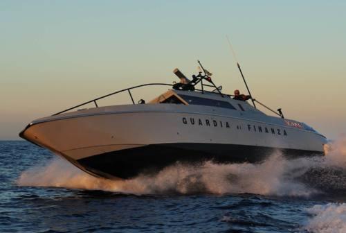 Sorpresi in canoa, windsurf e sulla spiaggia: nove sanzioni e due denunce penali