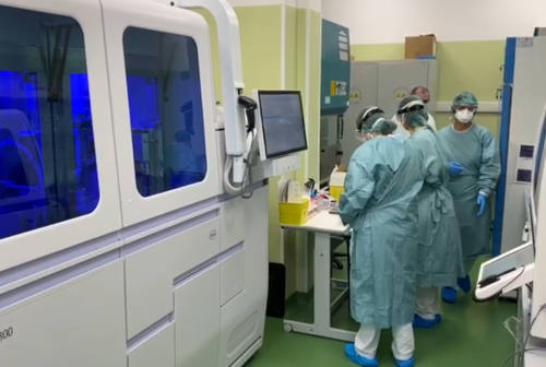Urbino, la denuncia di Cgil e Cisl: «Nuovi ricoveri all'ospedale senza conoscere l'esito dei tamponi»
