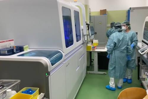 Coronavirus, l'infettivologo Giacometti: «Picco pressoché raggiunto». In arrivo nuove sperimentazioni
