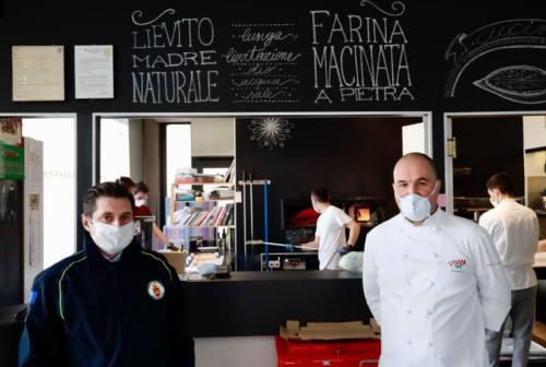 Margherita per un sorriso: quando la pizza arriva sulle tavole delle case di riposo – FOTO