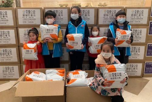 Coronavirus, a Loreto le mascherine arrivano dalle famiglie cinesi