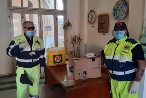 Pesaro, materiale didattico consegnato dalla protezione civile. «Così si colmano le distanze»