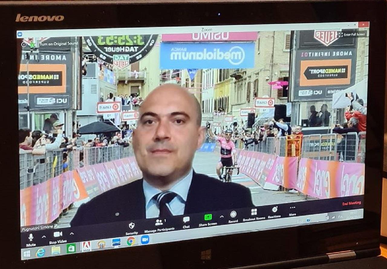 Il sindaco Simone Pugnaloni in videoconferenza