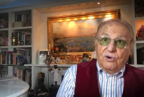 Renzo Arbore lancia la raccolta fondi per le persone sordocieche: «Un isolamento nell'isolamento»