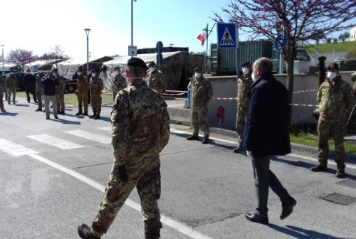 Coronavirus, la Brigata San Marco a Jesi: «Lo sconfiggeremo insieme»