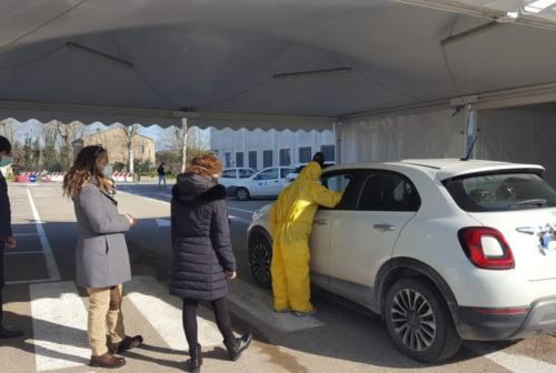 Checkpoint guariti, a Pesaro i primi 35 tamponi in auto. Poi Fano e Urbino