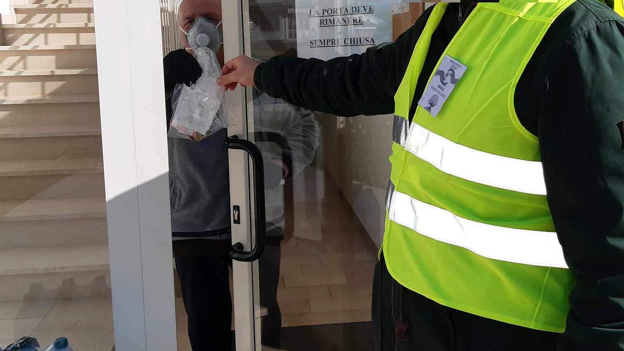 La consegna della spesa e di altri beni da parte delle Brigate volontarie per l'emergenza - Senigallia