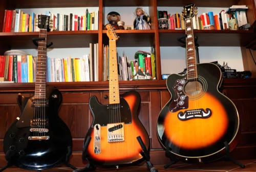 Articoli, chitarre e libri: così combatto l'isolamento