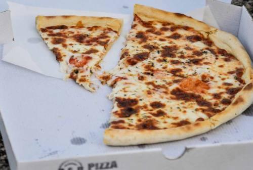 Ordina 30 pizze ma era una truffa, ristoratore derubato di 1.200 euro