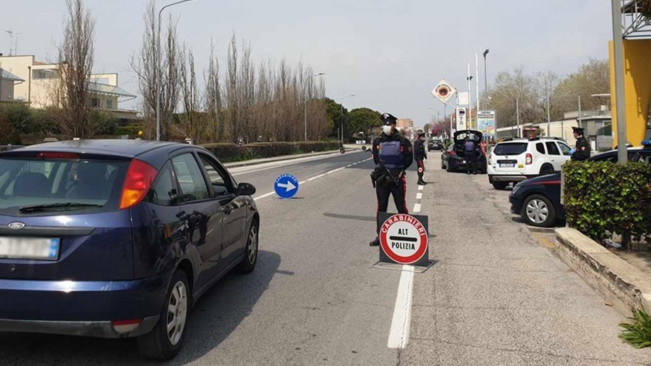 I controlli dei carabinieri di Senigallia sul rispetto delle norme anti covid-19