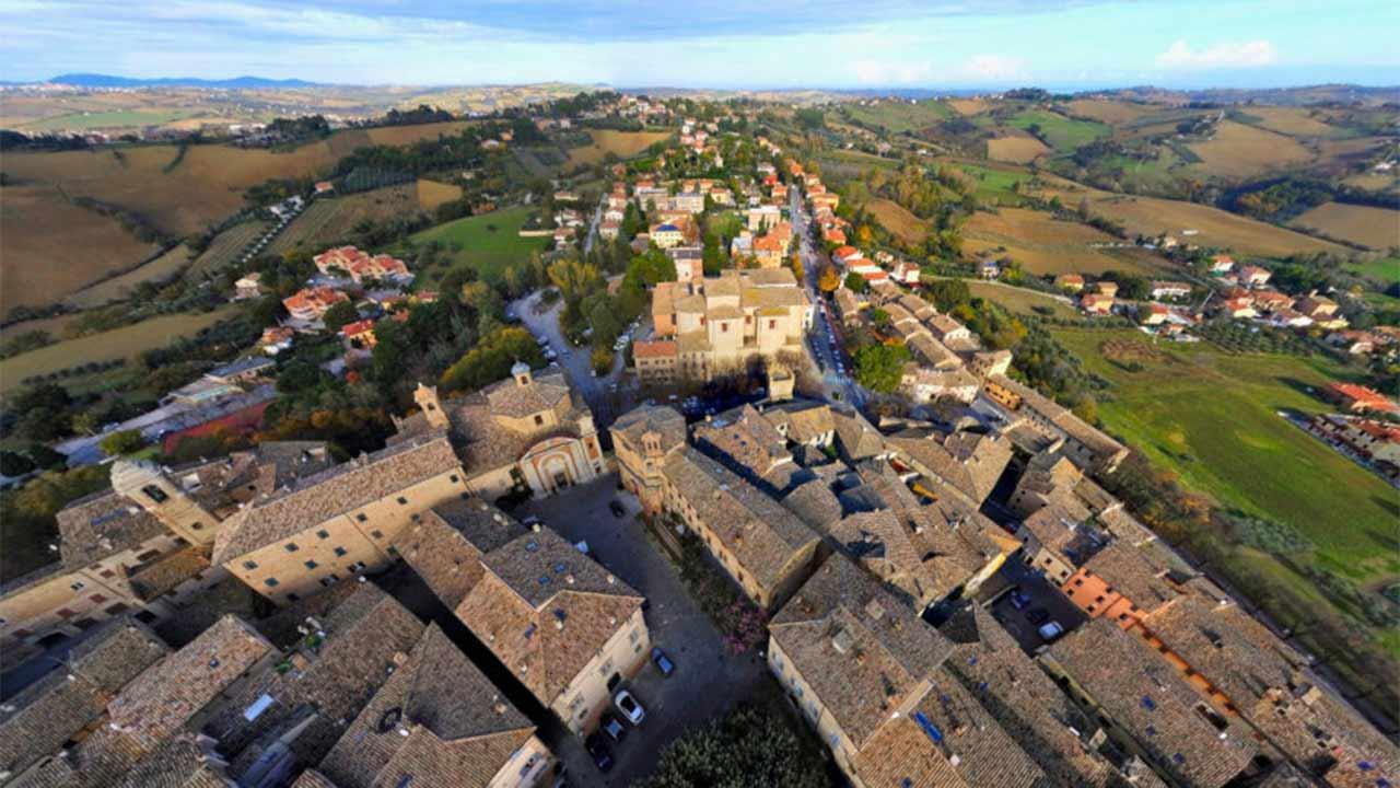 Corinaldo, veduta aerea,paesaggio, borgo
