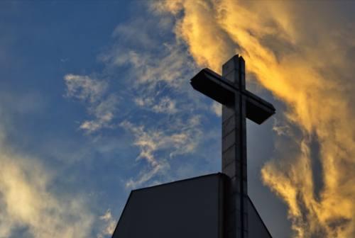 Montefano, ruba le offerte nella cassetta della chiesa e minaccia il parroco: denunciato