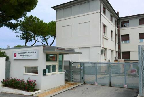 Coronavirus, oltre 40 positivi tra gli ospiti delle residenze per anziani di Senigallia: due decessi