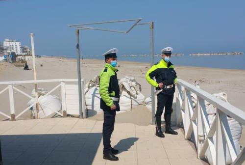 Pesaro, festa di laurea sul terrazzino: tutti multati